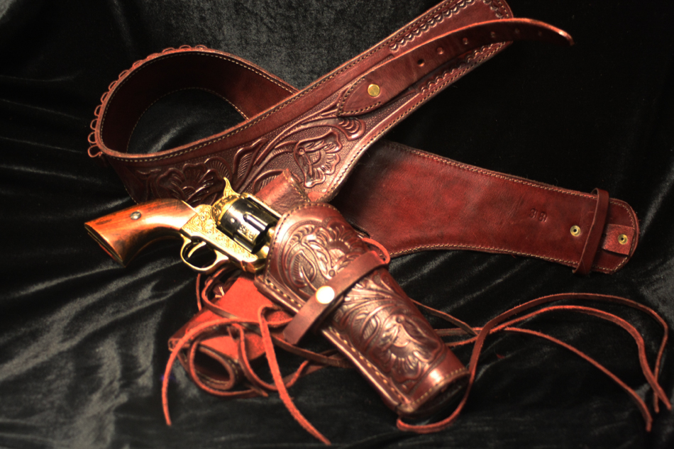 Old West Replica Gun and Holster - Hollywood Costumes
